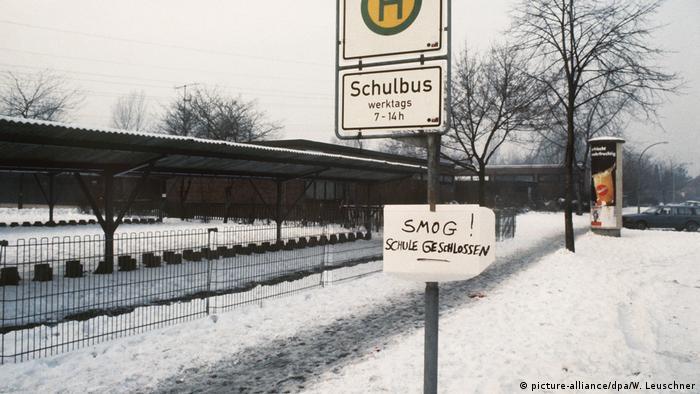 Deutschland Ruhrgebiet 1985 Schulen wegen Smogalarm geschlossen (picture-alliance/dpa/W. Leuschner)
