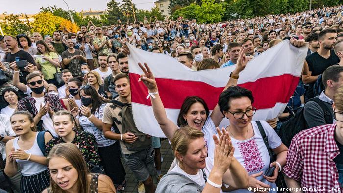 Belarus   Wahlen Anhänger der Präsidentschaftskandidatin Tichanowskaja (picture-alliance/dpa/Zuma/C.A. Lavin)