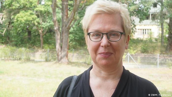 Curator and historian Simone Erpel