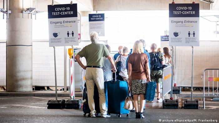 Deutschland Corona-Pandemie   Corona-Testzentrum am Flughafen Hannover-Langenhagen