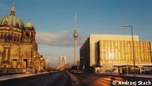 Symbole Ost-Berlins Berliner Dom der Fernsehturm und das DDR-Parlament Palast der Republik Foto Andrzej Stach