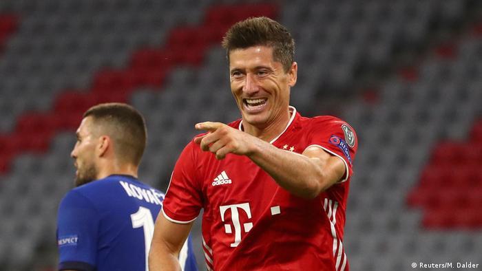 Нападающий Баварии Левандовски после четвертого гола