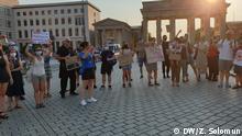 Proteste in Berlin gegen die Regierung in Serbien Bildbeschreibung: Proteste in Berlin gegen die Regierung in Serbien Copyright: Zoran Solomun/DW Stichworte: Serbien,Berlin,Deutschland,Proteste,Vučić, Demokratie