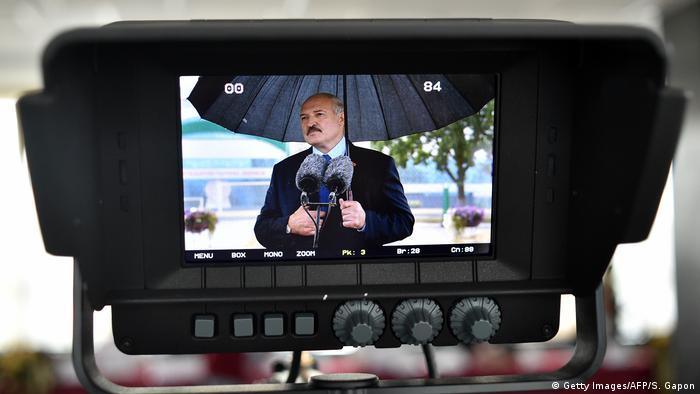 Președintele Belarusului, Alexandr Lukașenko, în timpul unei declarații de presă după încheierea scrutinului de duminică