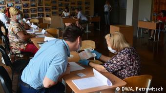 На участке голосования на выборах-2020 президента Беларуси в Бресте