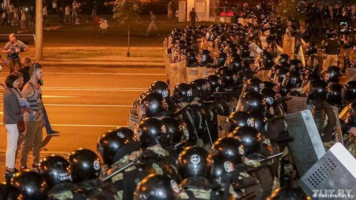Weißrussland Wahlen Proteste Polizei (Reuters/Tut.by)