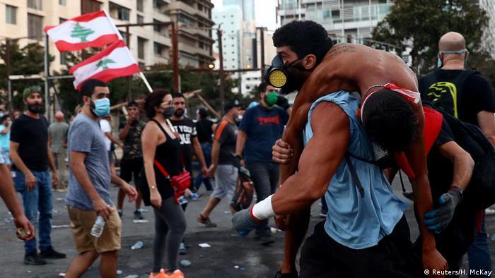 Beyrut limanındaki patlamanın ardından hükümeti protesto için gösteriler düzenlenmişti