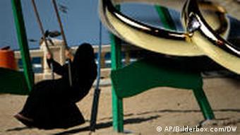 Symbolbild Zwangsehen mit Kindern im Jemen (AP/Bilderbox.com/DW)