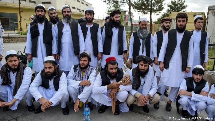 Талибы в афганской тюрьме перед своим освобождением