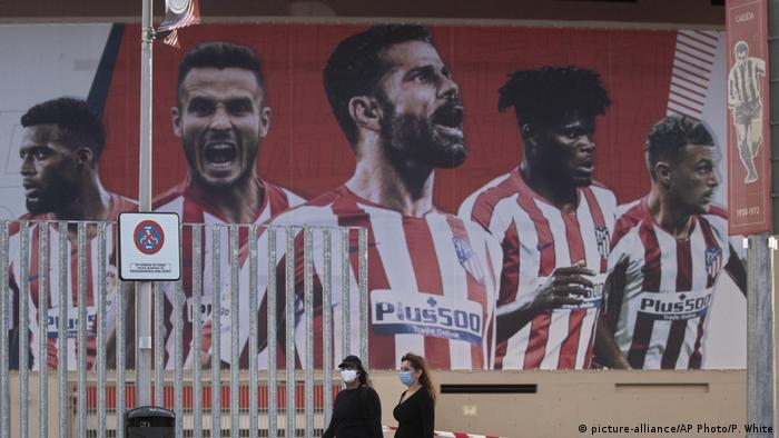UEFA Champions League Plakat Atletico Madrid (picture-alliance/AP Photo/P. White)
