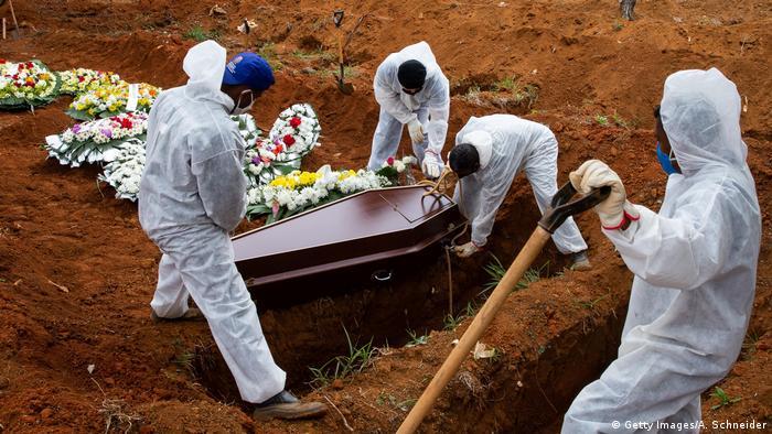 Brasilien Coronavirus Todesopfer   Friedhof Vila Formosa in Sao Paulo