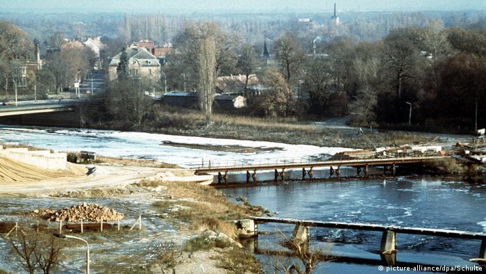 Deutschland Umweltverschmutzung in der DDR   Die Mulde bei Dessau 1990