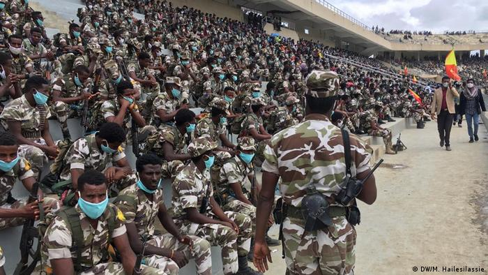 Soldiers sitting in a stadium for a military parade (DW/M. Hailesilassie)