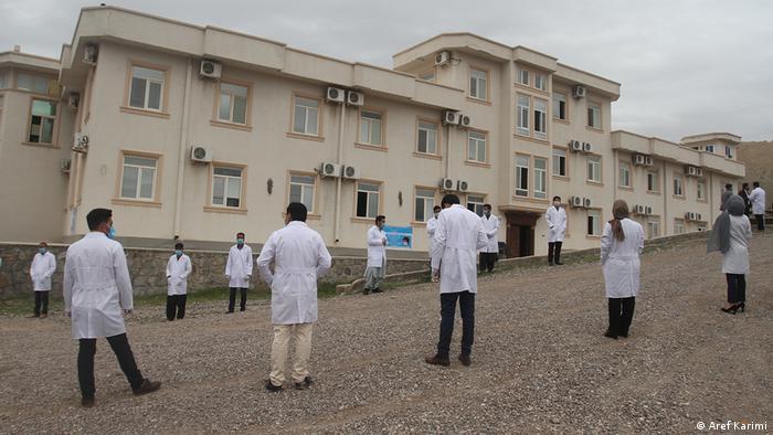 داکتری که اولین مورد از ابتلا به ویروس کرونا را در ولایت هرات در غرب این کشور ثبت و اعلام کرد نیز براثر این بیماری جان باخت.