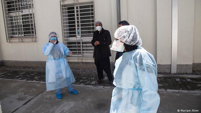 در حال حاضر افغانستان بیش از ۳۷ هزار مورد ابتلای ثبت شده به ویروس کرونا دارد که ۱۳۱۲ تن براثر بیماری کووید-۱۹ جان باخته اند.