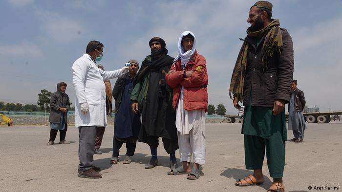 مقام های افغانستان می گویند شیوع این بیماری در ایران باعث بازگشت موج بزرگی از مهاجران افغان و شیوع این ویروس به هرات و سپس گسترش اش در سراسر کشور گردید.