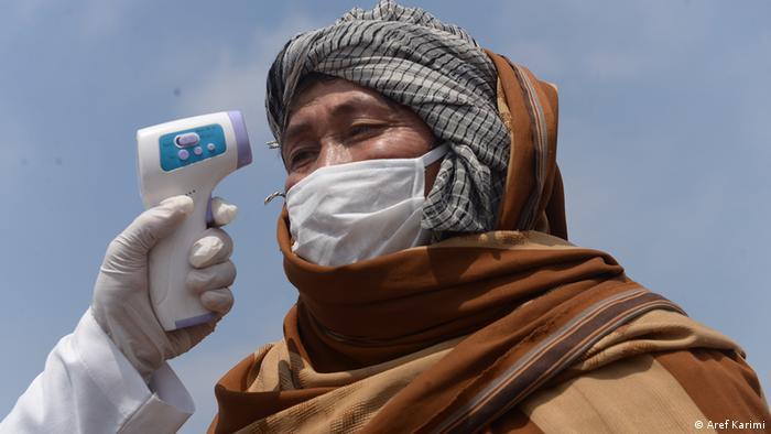 سازمان جهانی صحت، بانک جهانی و ببرخی کشورهای ثروتمند جهان به افغانستان کمک کرده اند تا با بحران کرونا مقابله کند.