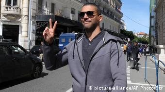 أثار الحكم بالسجن النافذ لمدة سنتين على الصحفي الجزائري، خالد درارني، الذي يعد رمزًا لحرية الصحافة في الجزائر ضجة في البلاد وخارجها، وانتقدت منظمة العفو الدولية الحكم بشدة.