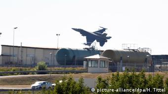 Avion amerikan F-16 mbi aeroportin ushtarak Spangdahlem në Rheinland-Pfalz
