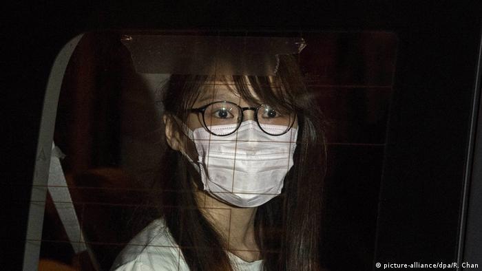 Hongkong   Aktivistin festgenommen   Agnes Chow (picture-alliance/dpa/R. Chan)