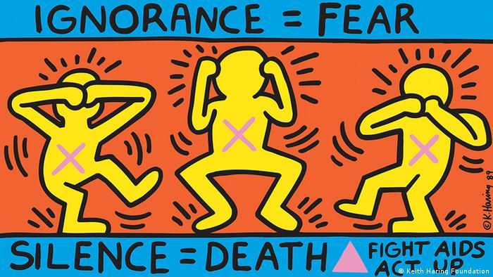 Querformatiges Keith Haring-Bild mit drei Figuren, die wie die drei berühmten Affen aussehen, die nichts hören, sehen, sagen können; bunt (Keith Haring Foundation)