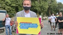Christian Lindner demonstriert vor der weißrussischen Botschaft in Berlin