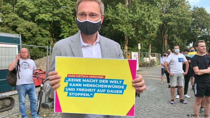 Кристиан Линднер во время акции протеста у белорусского посольства в Берлине, 10 августа