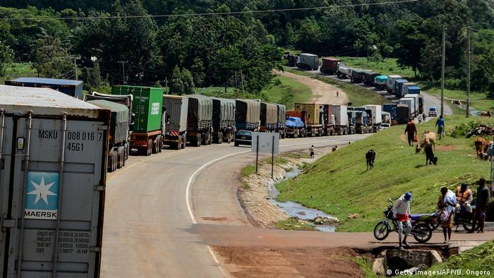 COVID-19 I Stau im Grenzgebiet Kenia und Uganda (Getty Images/AFP/B. Ongoro)