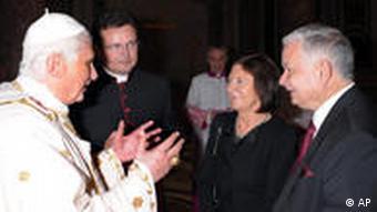 Der polnische Präsident Lech Kaczynski beim Papst (Archivfoto: AP)