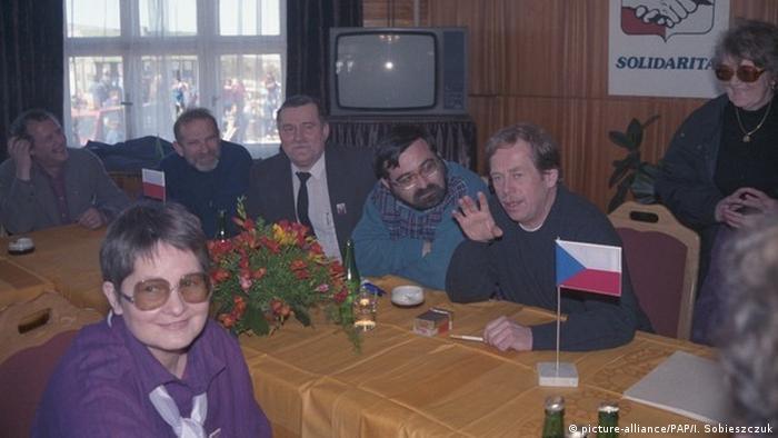 Przesieka 17.03.1990. Spotkanie Wałęsy z Havlem. Na pierwszym planie posłanka Barbara Labuda
