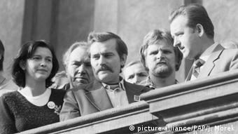 Сентябрь 1980 года: Ева Оссовска слева от Леха Валенсы