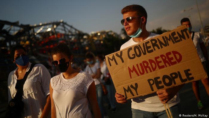 Libanon Mahnwache für Opfer der Explosion in Beirut (Reuters/H. McKay)
