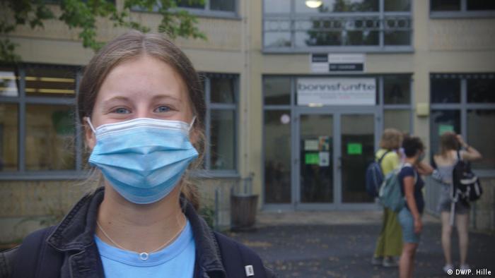 Nici Amelie Gerhardt nu e prea încântată şi ar prefera să poarte masca doar în curtea şcolii