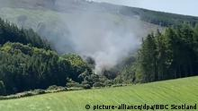 Smoke rising from a train accident in Scotland near Aberdeenshire (picture-alliance/dpa/BBC Scotland)