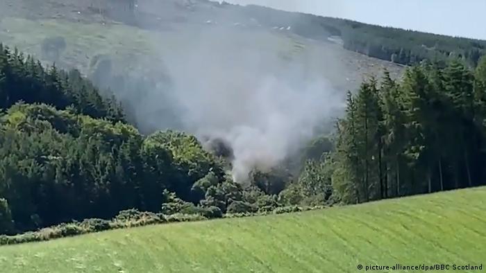 Дым на месте крушения поезда в Шотландии