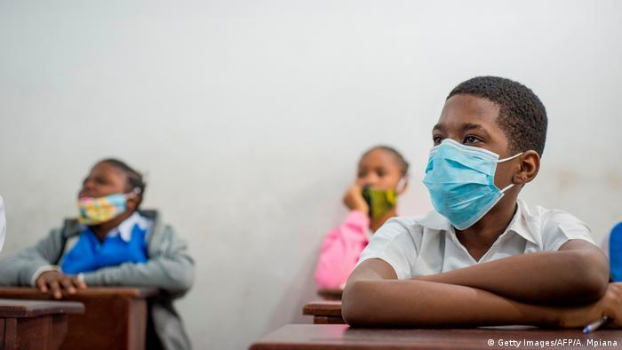 Des élèves congolais dans une école de Kinshasa.