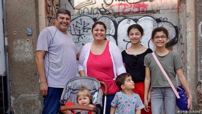Семья Джафар: Мохаммад, Рока, Рошен, Рема, Матильда и Ричард, август 2020 года