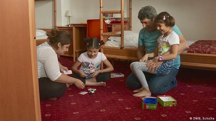 Семья Джафар в общежитии для беженцев в Берлине, 2016 год