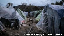 Vial migrant camp on the Greek island of Chios (picture-alliance/Photoshot/L. Partsalis)