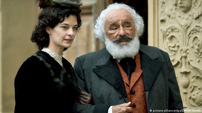 Film still 'Karl Marx - Der deutsche Prophet' with Sarah Hostettler and Mario Adorf as Karl Marx