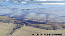 Thema Ölverschmutzung in Venezuela. Die Bilder hat mir Copyright: Fundación Azul Ambientalista Ölpest verdeckt Venezuelas Strand. Golfo Triste, estado de Falcón, Venezuela. Ölverschmutzung, Ölpest. August 2020