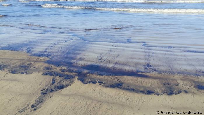 El derrame desde la refinería El Palito ha cubierto una zona de más de 300 km cuadrados según estimaciones de especialistas.
