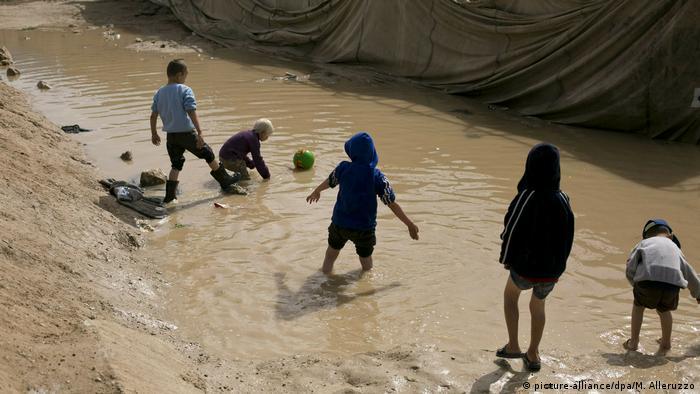 Arşiv - Suriye'nin Haseke kentindeki kampta oynayan çocuklar