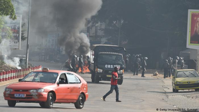 Des violences ont éclaté à Abidjan après l'annonce de la candidature du président Ouattara pour un nouveau mandat.