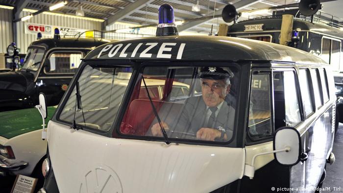 Хиппимобиль на службе полиции - минивэн VW T1 1964 года