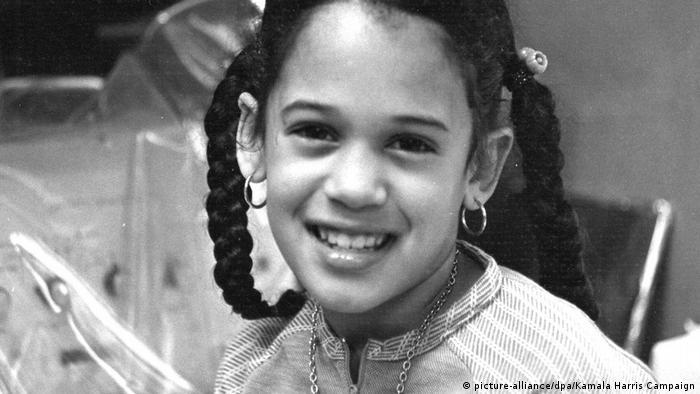 پدر و مادر کامالا هریس وقتی او هفت ساله بود از هم جدا شدند. او و خواهر کوچکتر به خاطر شغل مادر به مونترال کانادا رفتند.