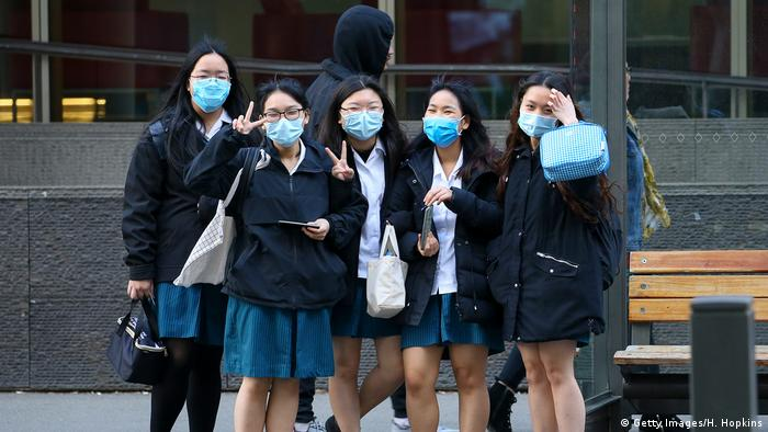 High school students wearing face masks pose (Getty Images/H. Hopkins)