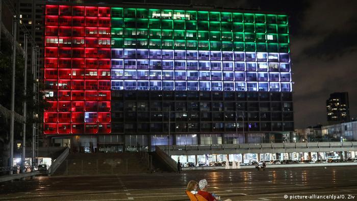 Israel-Emirate-Beziehung - Leuchtendes Zeichen in Tel Aviv