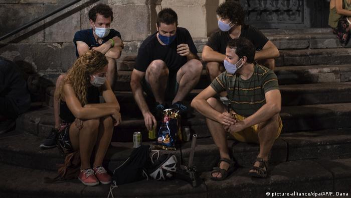 Coronavirus | Spanien Barcelona Nachtleben (picture-alliance/dpa/AP/F. Dana)