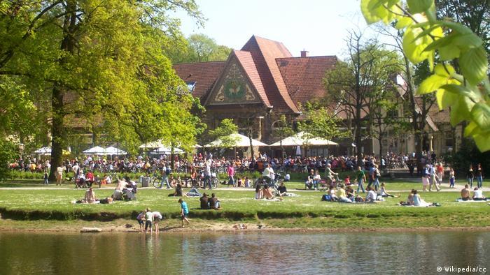 Germany   Krefeld, Beer garden at Stadtwaldhaus (Wikipedia/cc)